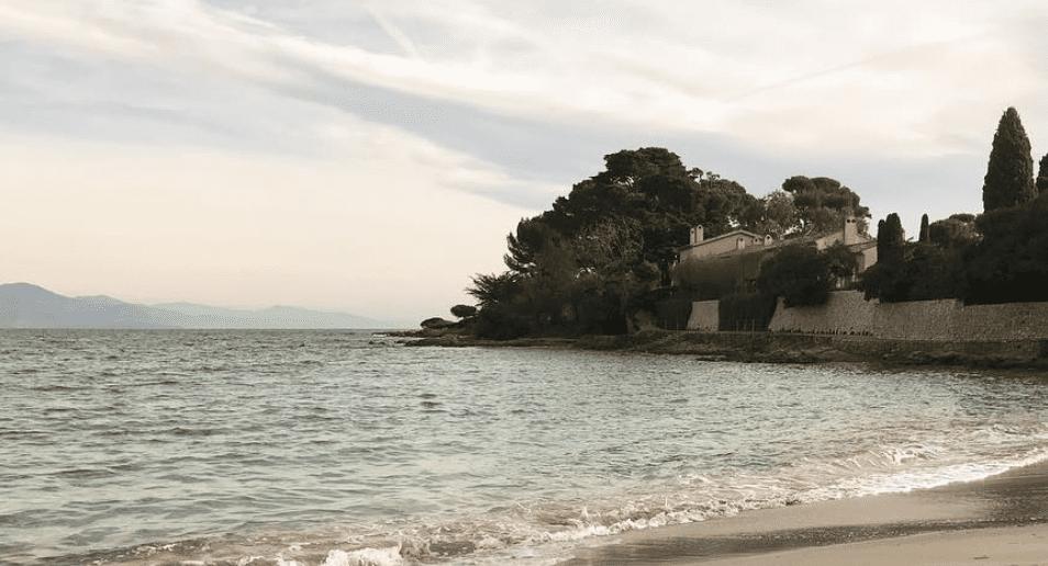 Plage de la Garoupe coast line antibes